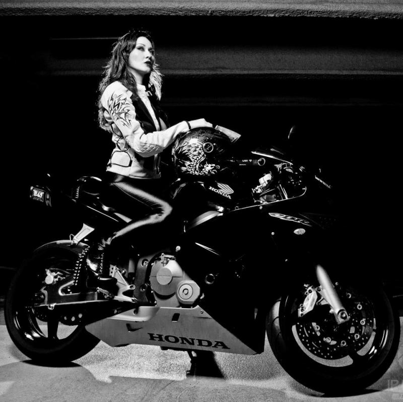 Girls on motorcycles Pics mainly - but comments now allowed.-542809_494848430555268_2031240681_n.jpg