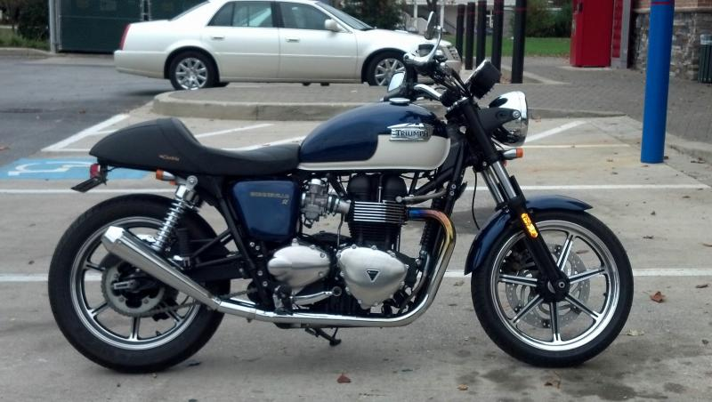 "picture request: solo seats ""cafe style"" custom - triumph forum"