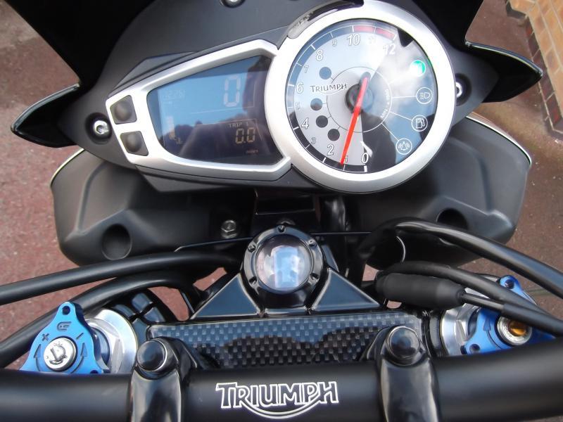 speed triple 1050 instrument/clock change - Triumph Forum
