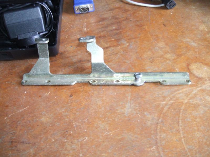 955 Throttle body butterfly sticks-iacv-bracket.jpg