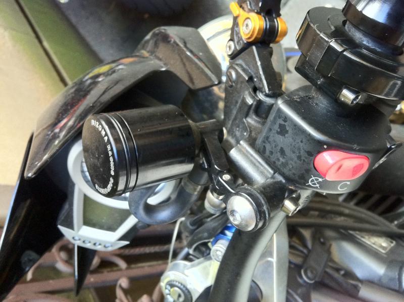 brake resevoir brackets??-img_0751-1-.jpg