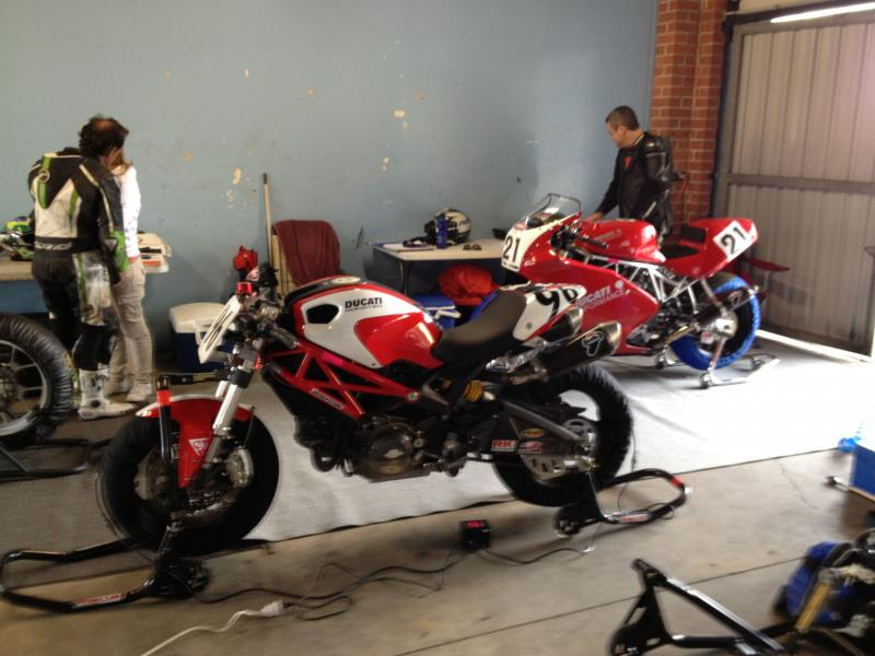 Anybody racing a speed triple?-pits-2.jpg