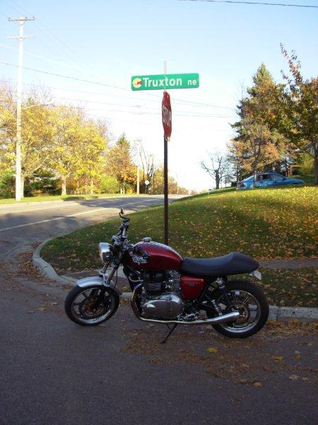 '09 base bonnie wheels on '06 t100?-thruxton-avenue.jpg