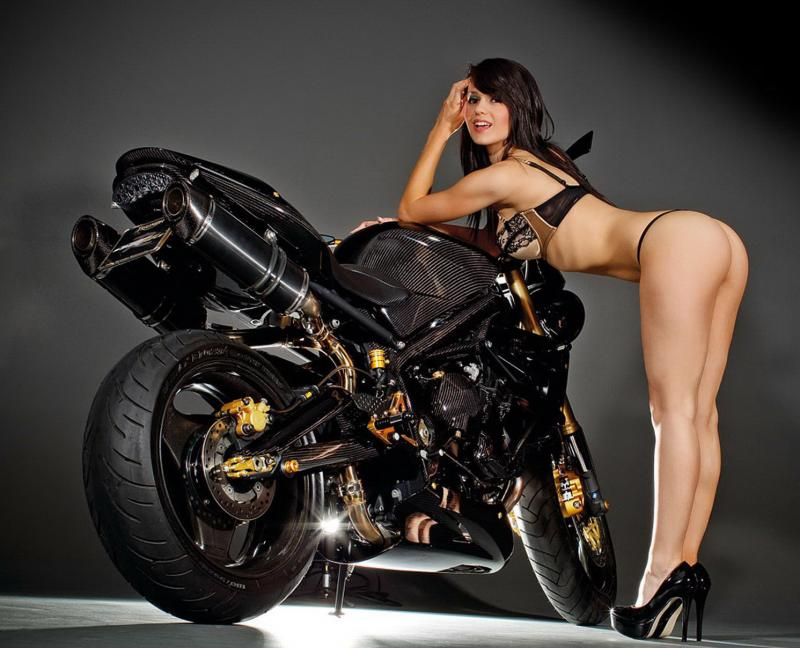 Girls on motorcycles Pics mainly - but comments now allowed.-triumph-street-triple-girl-2.jpg