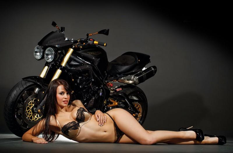 Girls on motorcycles Pics mainly - but comments now allowed.-triumph-street-triple-girl.jpg