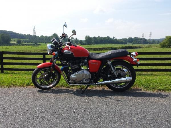 Showcase cover image for 2012 Triumph Bonneville SE