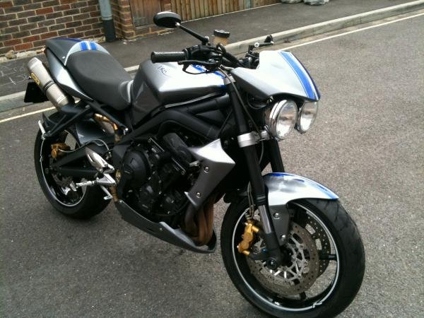Showcase cover image for Pilch's 2009 Triumph Street Triple R
