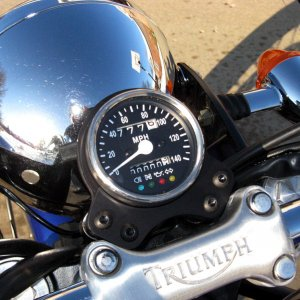 Single speedo mini gauge bracket pic 1
