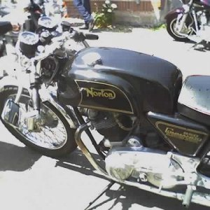 Norton Commando 850 left view